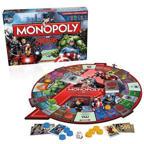 La scatola e la plancia di gioco del Monopoly Avengers di Hasbro