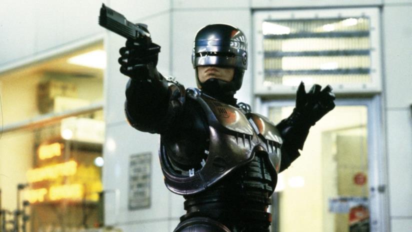 RoboCop impegnato a difendere Detroit