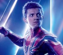 Un primo piano di Tom Holland nel poster di Avengers: Endgame