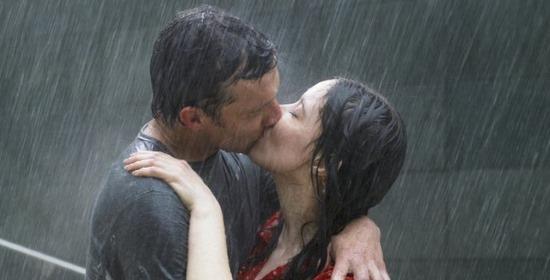 Il bacio di una coppia innamorata
