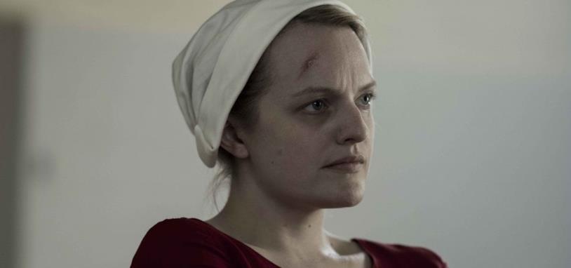Primo piano di Elizabeth Moss nei panni della protagonista di Handmaid's Tale
