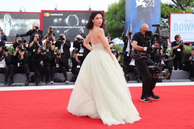 Matilda De Angelis sul red carpet della 75esima edizione del Festival del Film di Venezia