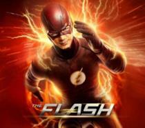 Flash corre verso il lettore circondato da fulmini, su sfondo rosso con il titolo in primo piano