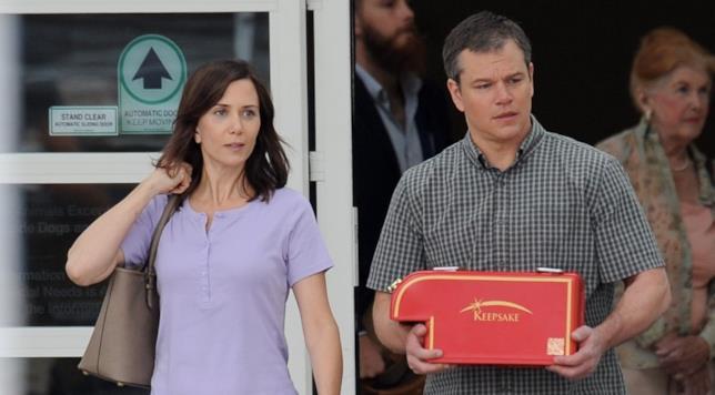 Kristen Wiig e Matt Damon in una scena del film Downsizing, diretto da Alexander Payne