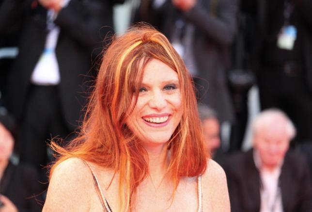 Susanna Nicchiarelli sorride sul red carpet: ha vinto il premio più importante della sezione Orizzonti