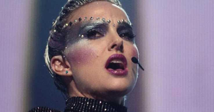 Primo piano di Natalie Portman in Vox Lux