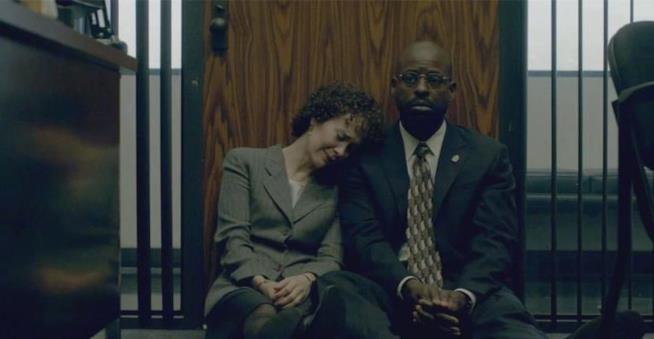 Marcia Clark e Christopher Darden protagonisti di una scena toccante di American Crime Story