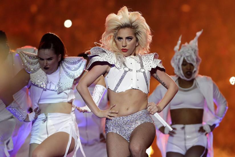 Primo piano di Lady Gaga al Super Bowl