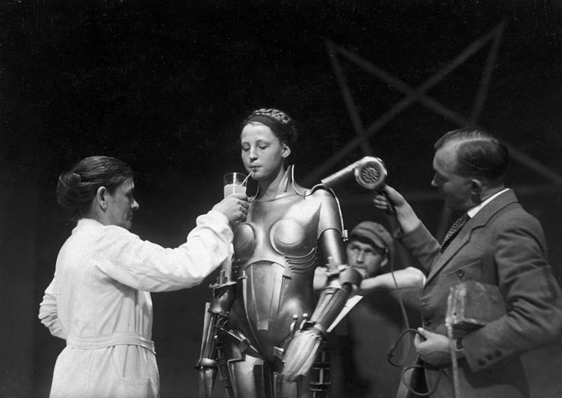 Brigitte Helm sul set di Metropolis