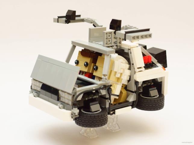 Dettagli del set LEGO Brickheadz della DeLorean costruito da un fan
