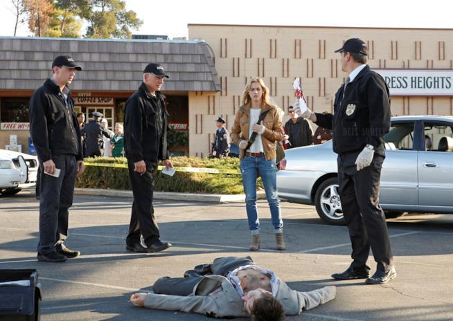 Ellie Bishop insieme a Gibbs, McGee e DiNozzo sulla scena del crimine