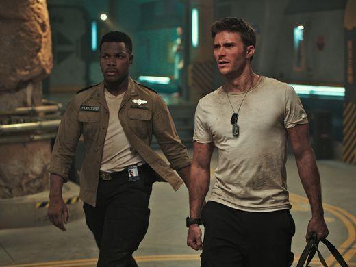 John Boyega e Scott Eastwood in una scena del film