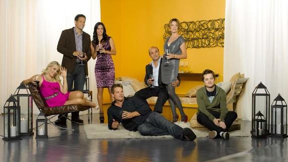 COUGAR TOWN 2