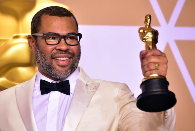 Jordan Peele con l'Oscar