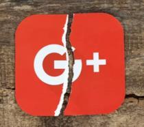 Il logo di Google+ strappato