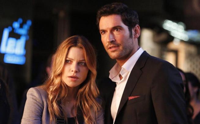 Chloe e Lucifer in un episodio di Lucifer