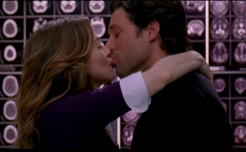 Derek e Meredith si baciano in ascensore.