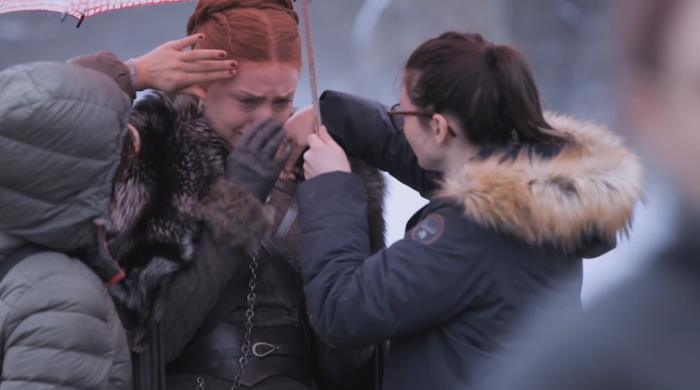 Sophie Turner gira Game of Thrones 8x04