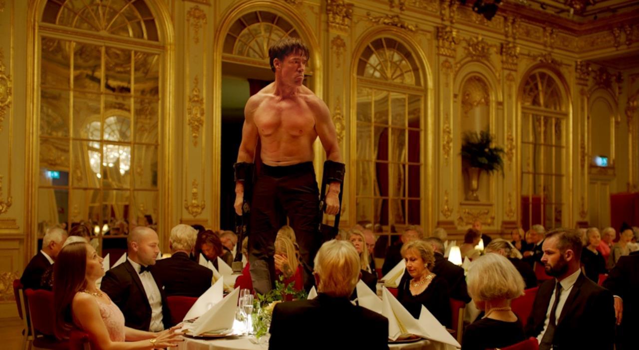 Cannes sorprende e porta in competizione il grottesco mondo dell'arte in The Square.