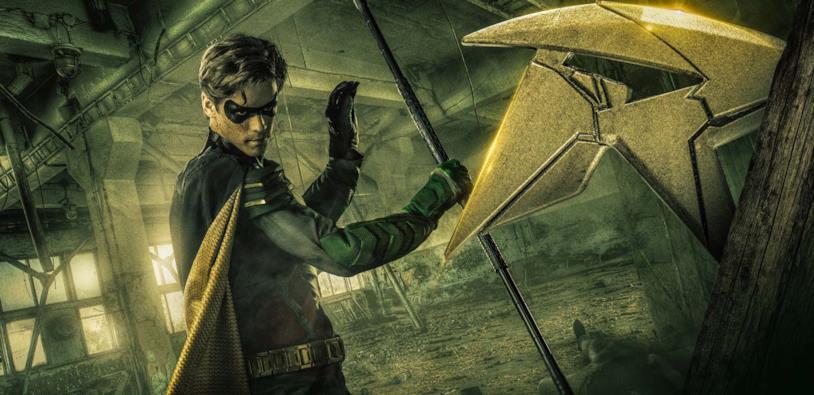 Brenton Thwaites nei panni di Robin in Titans