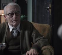 Un'irriconoscibile Tilda Swinton in versione uomo di 82 anni in Suspiria