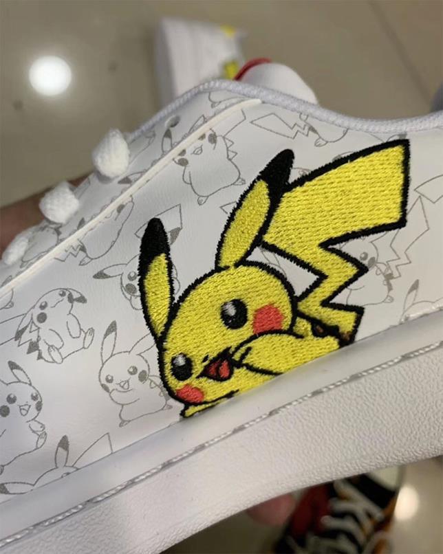 Pikachu nelle nuove scarpe Adidas dei Pokémon