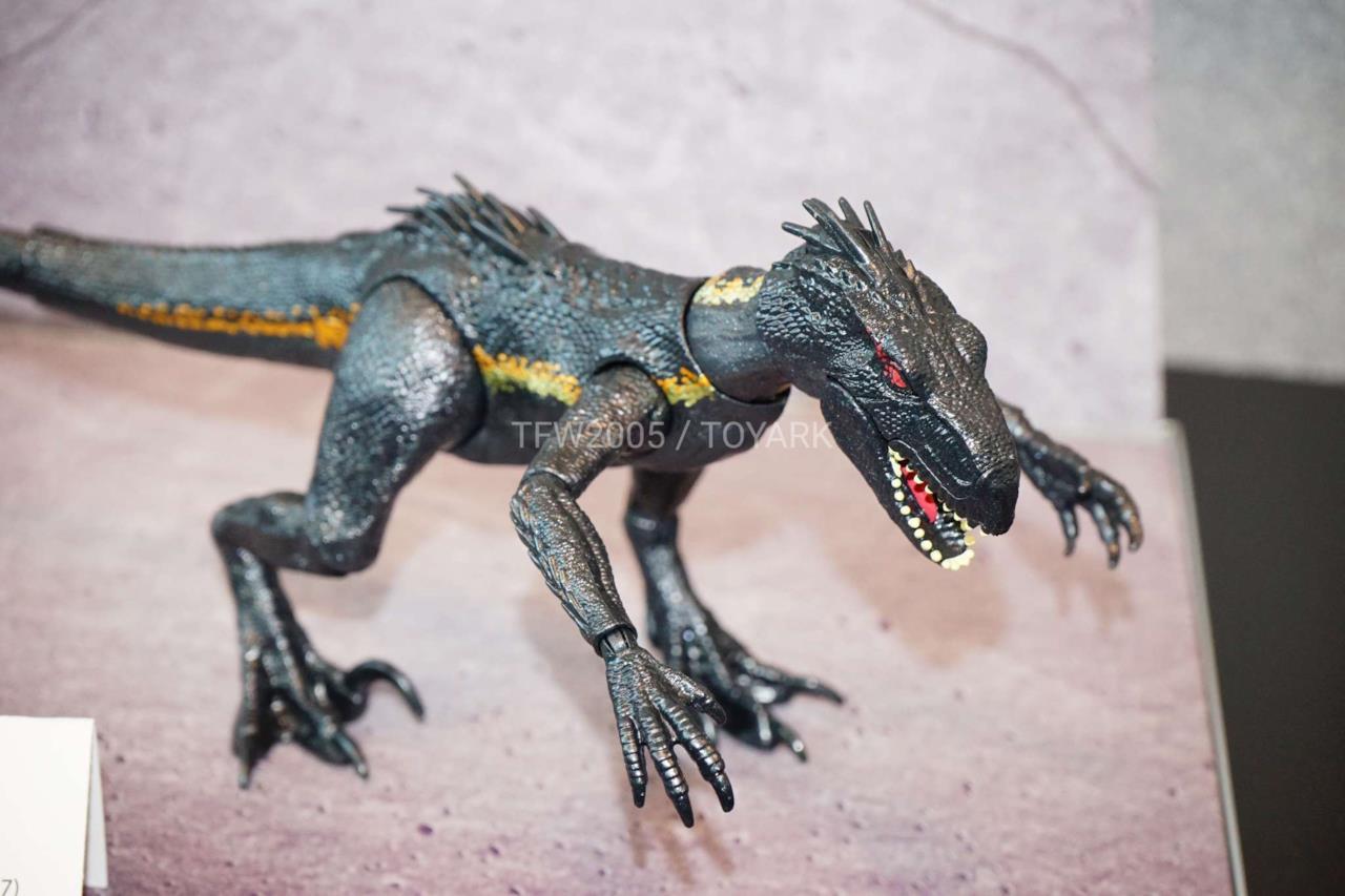 Primo piano del feroce modellino dell'Indoraptor