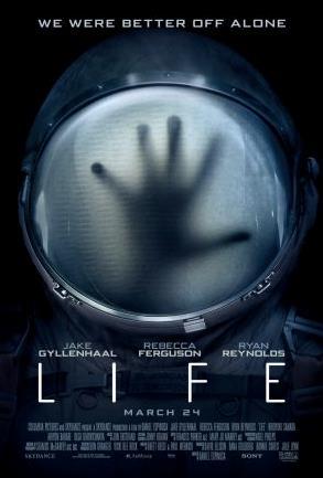 La locandina di Life con la mano dietro l'oblò
