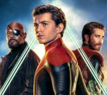 Un primo piano di Tom Holland, Samuel L. Jackson e Jake Gyllenhall nel poster di Far From Home