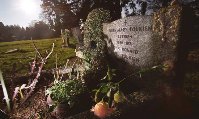 Il nome dell'elfa Luthien compare sulla tomba di Edith Bratt, moglie di J. R. R. Tolkien