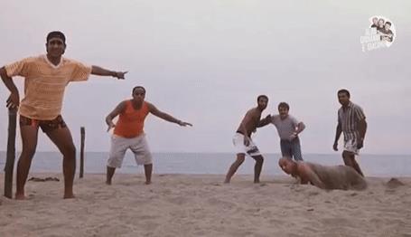 La scena della partita in Tre uomini e una gamba