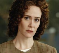 Sarah Paulson nei panni di Marcia Clarck nella Prima Stagione di American Crime Story
