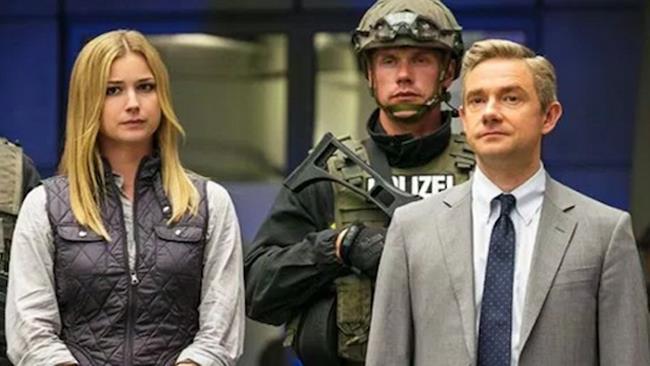 Everett Ross (Martin Freeman) e Sharon Carter (Emily VanCamp) in Captain America