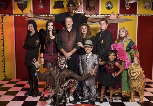 Ballerine, nani e leoni nella serie Freakshow