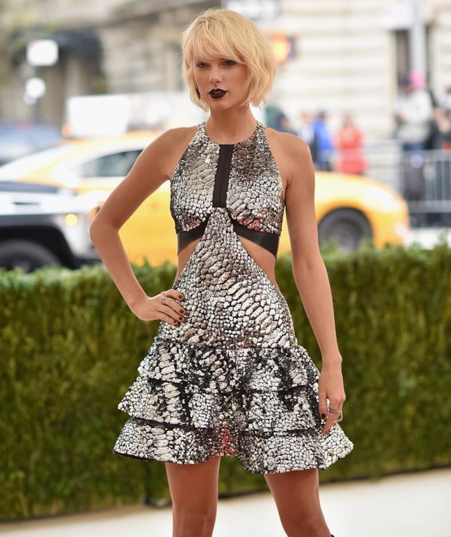 Taylor Swift al Met Gala 2016 in Louis Vuitton