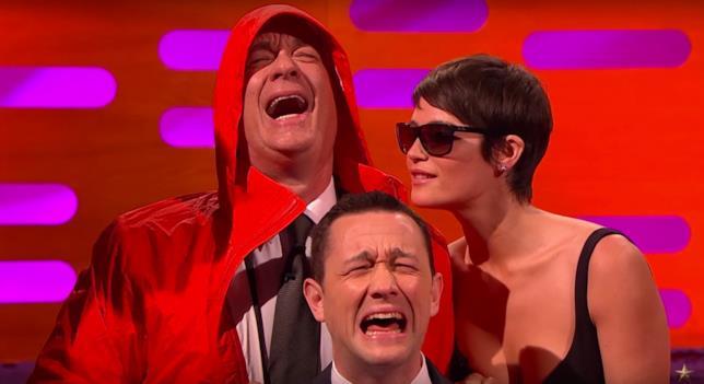 L'attore Tom Hanks intervistato in un programma TV