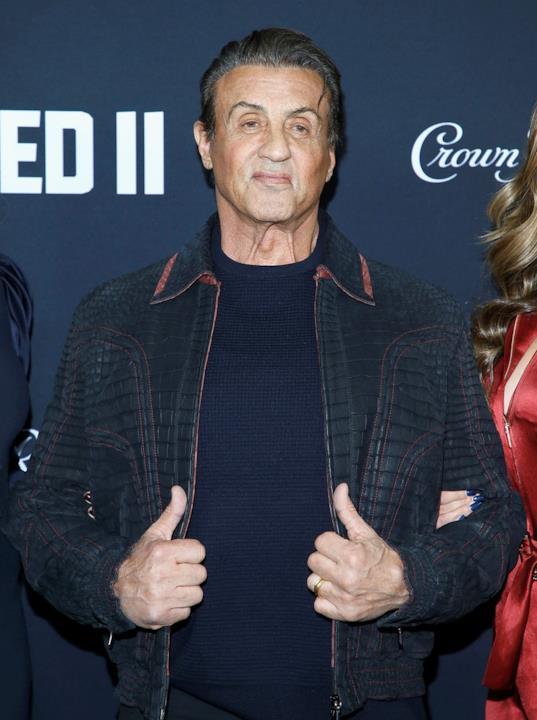 Sylvester Stallone, Jennifer Flavin e SIstine Stallone in una foto scattata sudante la prima di Creed II
