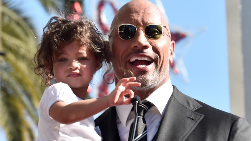 The Rock sorridente con sua figlia Jasmine