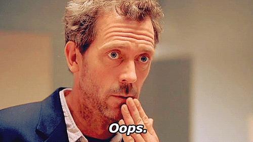 Il Dr. House si copre la bocca