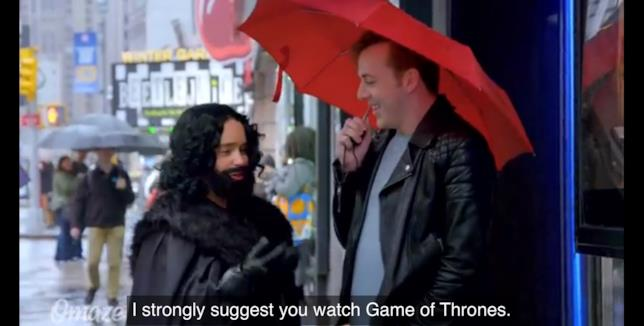 Emilia Clarke elargisce consigli ai passanti