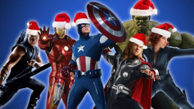Avengers con cappellino Babbo Natale