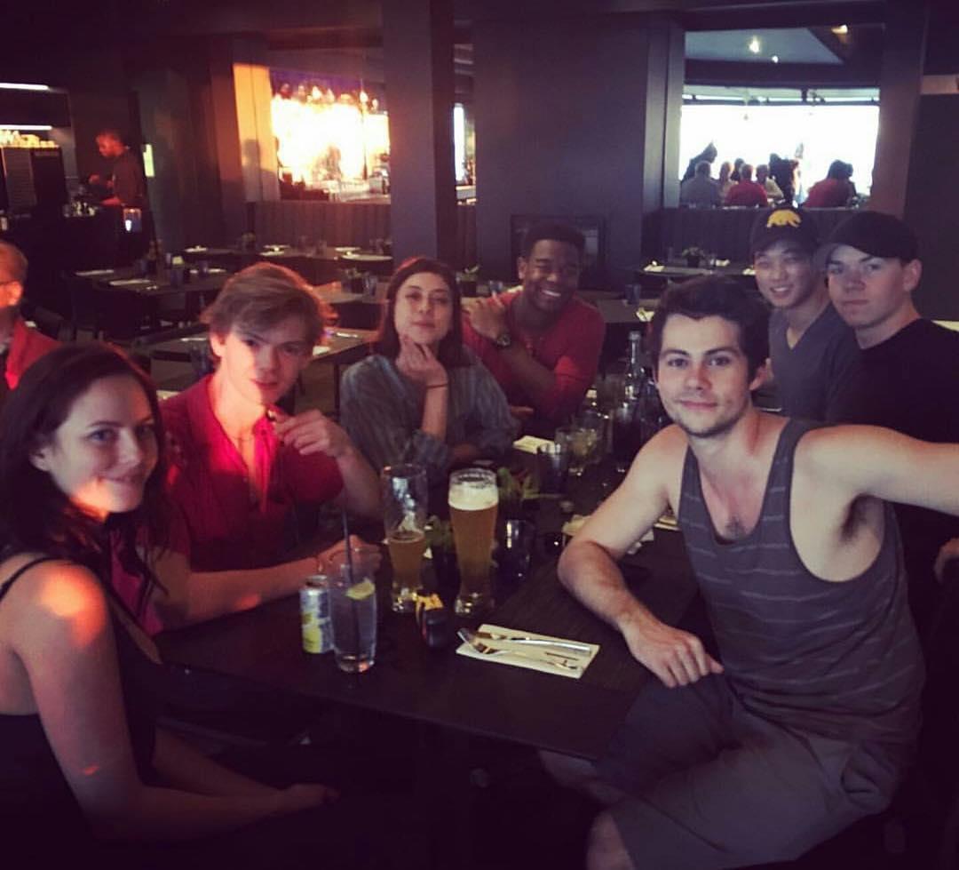Dylan O'Brien e il cast di The Maze Runner 3 durante una rimpatriata