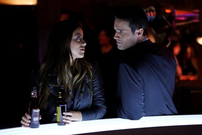 Skye e Ward in una foto promozionale di campagna di Agent of S.H.I.E.L.D.