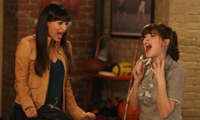 Jessica Day, protagonista di New Girl, insieme alla sua migliore amica Cece
