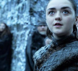 Maisie Williams nella scena d'apertura di Game of Thrones 8