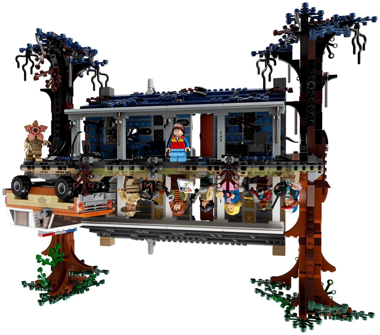 Il set LEGO di Stranger Things si può esporre in due modi diversi mostrando il mondo reale o il Sottosopra, in questa immagine è mostrato il Sottosopra