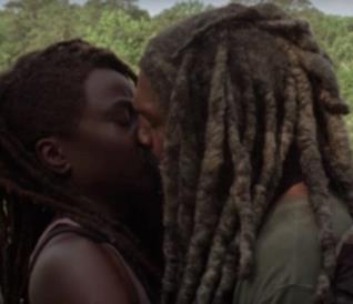 The Walking Dead 10: il bacio