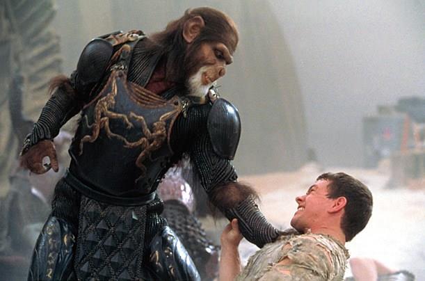 La sfida tra Tim Roth e Mark Wahlberg nel film di Tim Burton