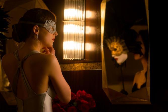 Anastasia mascherata allo specchio in Cinquanta Sfumature di Nero