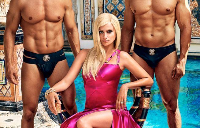 L'attrice nei panni di Donatella Versace